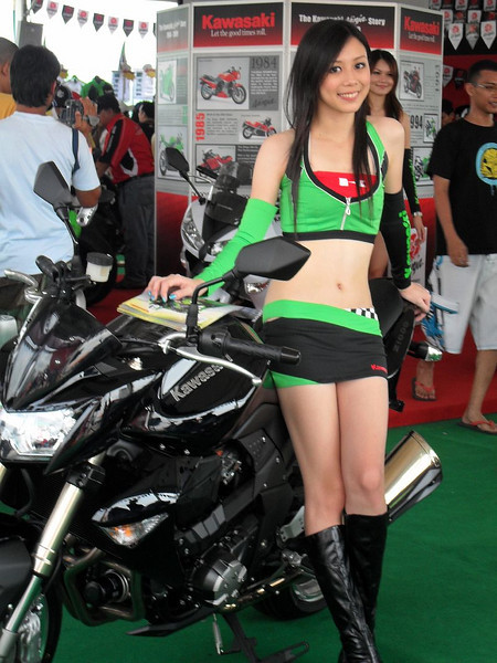 motorcycle chicksclass=hotbabes